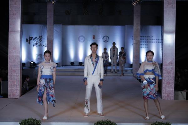 """第三届""""红衣坊""""世界华服设计大赛在江西服装学院拉下帷幕"""