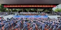 2017级军训新生汇报表演献礼十九大 - 江西财经大学